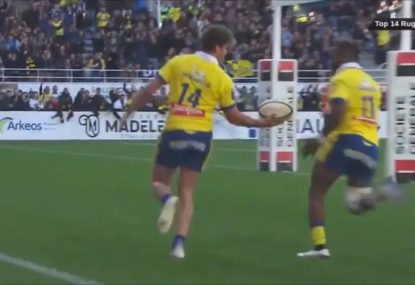 French team come perilously close to the try howler to end all howlers